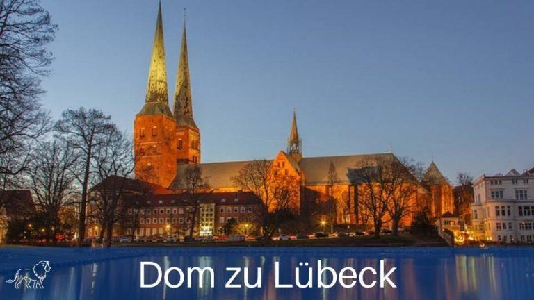 Der Dom zu Lübeck mit Beleuchtung am Abend