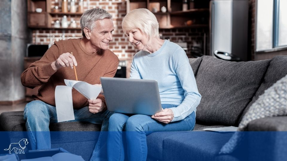 Senioren informieren sich zum Thema Rente